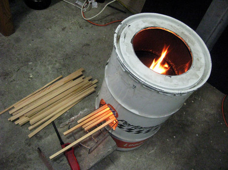 Aprovecho's lab in Cottage Grove, Ore., has a rocket stove design built from a 55-gallon oil drum (Image: Aprovecho).