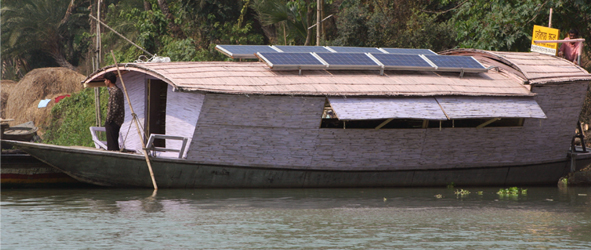 A Shidhulai Swanirvar Sangstha boat with solar panels (Image: Shidhulai Swanirvar Sangstha).